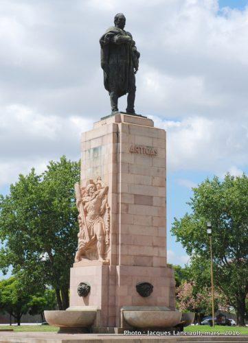 Monument José Gervasio Artigas, plaza Uruguay, Buenos Aires, Argentine