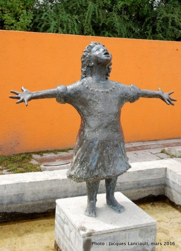 Fountain Girl, plaza Reina de Holanda, Puerto Madero, Buenos Aires, Argentine