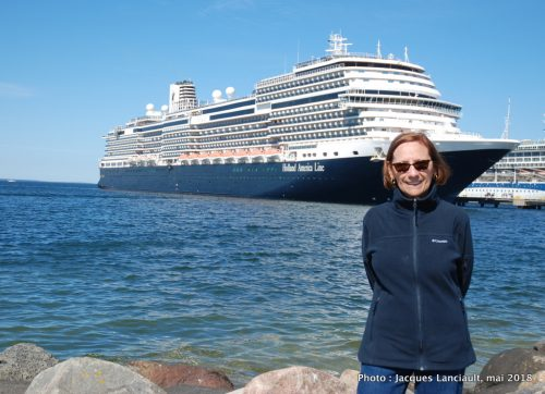 MS Koningsdam, Holland America