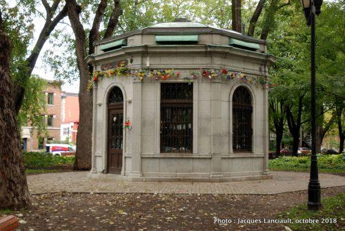 Vespasienne du Carré Saint-Louis, Montréal, Québec