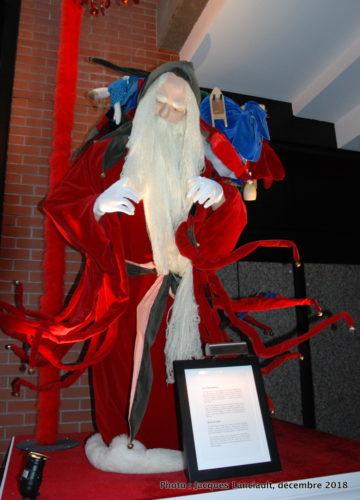 Père Noël médiéval, parcours des pères Noël du Centre de commerce mondial de Montréal