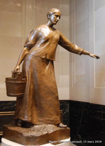 La Dame au seau, Alfred Laliberté, Hôtel de Ville de Montréal, Québec