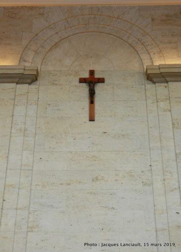 Crucifix de la salle du conseil, Hôtel de Ville de Montréal, Québec