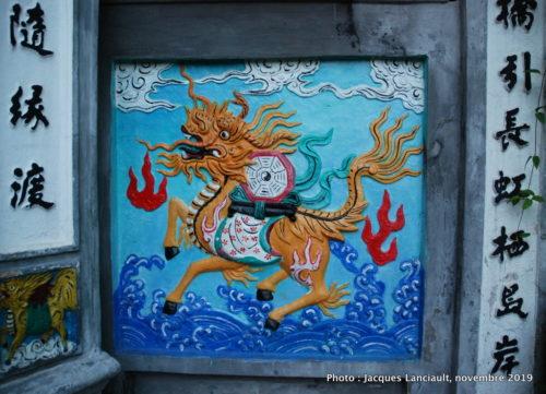 Portail du pont du Temple de la Montagne de Jade, Hanoï, Vietnam