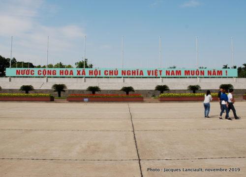 Esplanade de la place Ba Dinh, Hanoï, Vietnam