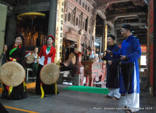 Spectacle de chants traditionnels Quan Họ Bắc Ninh, village de Dinh Bang, Vietnam