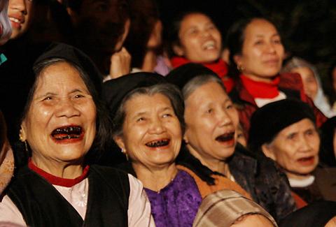 Femmes ayant mâché le bétel, Vietnam