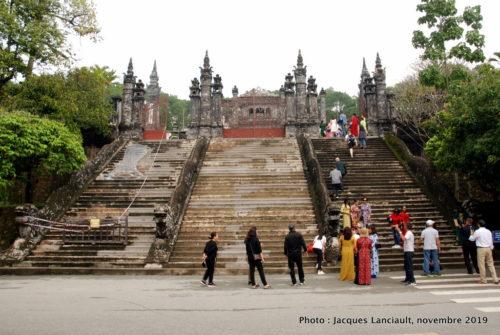 Escalier menant au tombeau de Khai Dinh, Hué, Vietnam