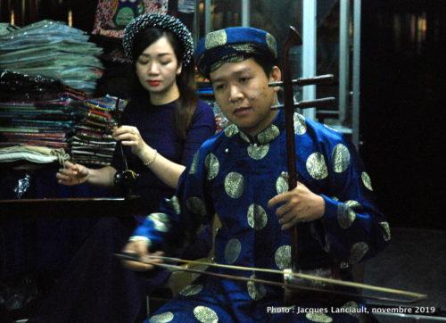Bateau dragon, Rivière des Parfums, Hué, Vietnam