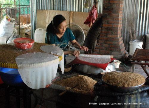 Préparation des galettes de riz, Cải Bè, Vietnam