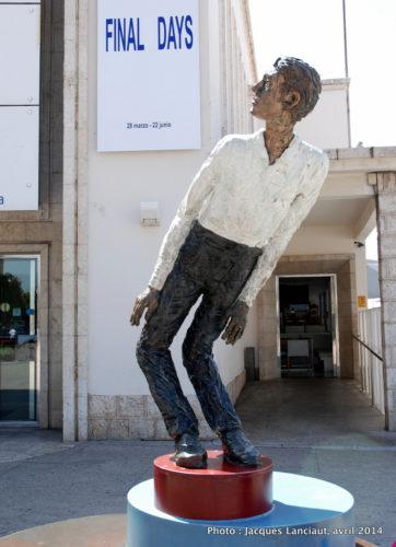 Moving Man, Stephan Balkenhol, CAC Malaga, Málaga, Espagne