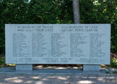 Monument funéraire des victimes de l'écrasement du vol831, Sainte-Thérèse, Québec