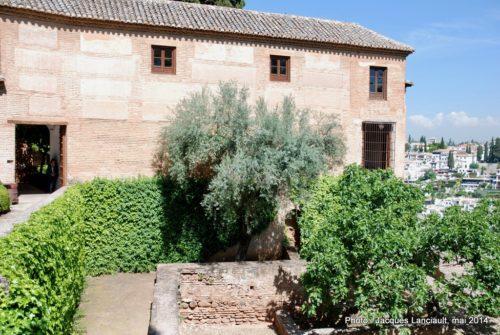 Jardins de l'iglesia de Santa María de la Alhambra, Grenade, Andalousie, Espagne