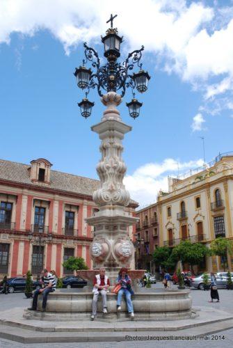 Fuente Farola, plaza Virgen de los Reyes, Séville, Andalousie, Espagne
