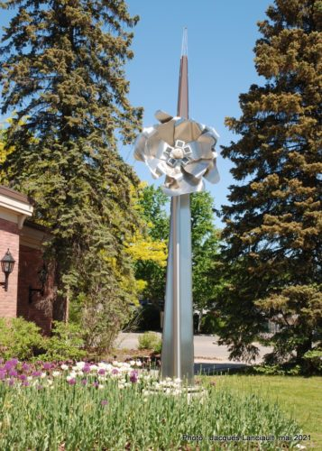 Fleur de métal, bibliothèque de Rosemère, Rosemère, Québec