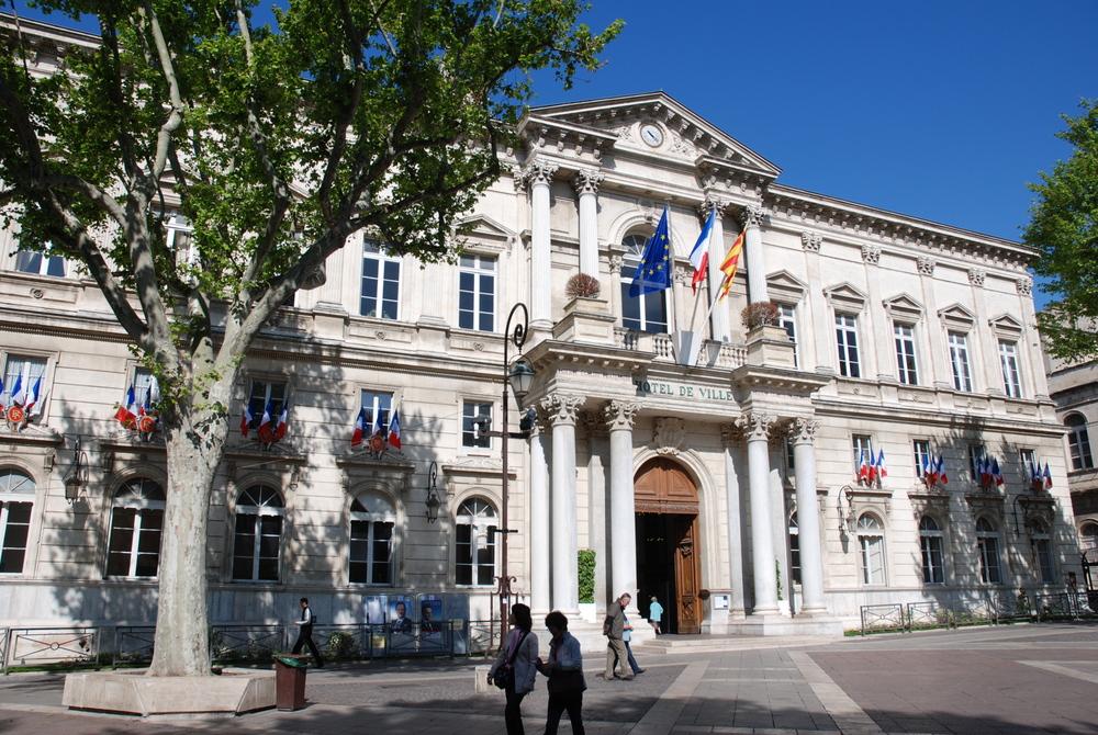 Avignon la cit des papes une ville au patrimoine for Hotel avignon piscine