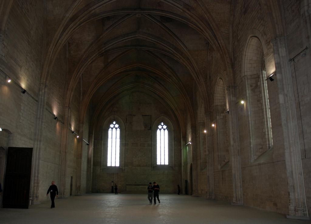 Le palais des papes une forteresse d pouill e de toutes for Chambre avignon