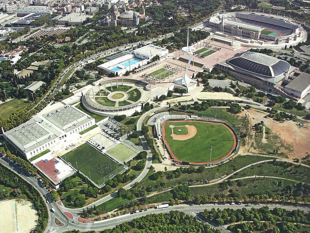 Le montju c et son anneau olympique jacqueslancia - Anneau des jeux olympique ...