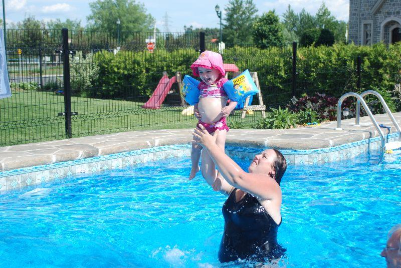 Chloé à la piscine!