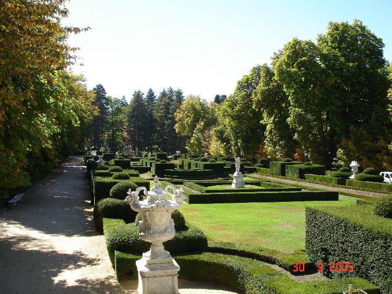 Un v ritable petit palais de versailles tout pr s de for Jardines 29 madrid