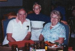 Marc-André avec ses grands parents Réjane et Rolland à l'occasion de son 10e anniversaire de naissance.