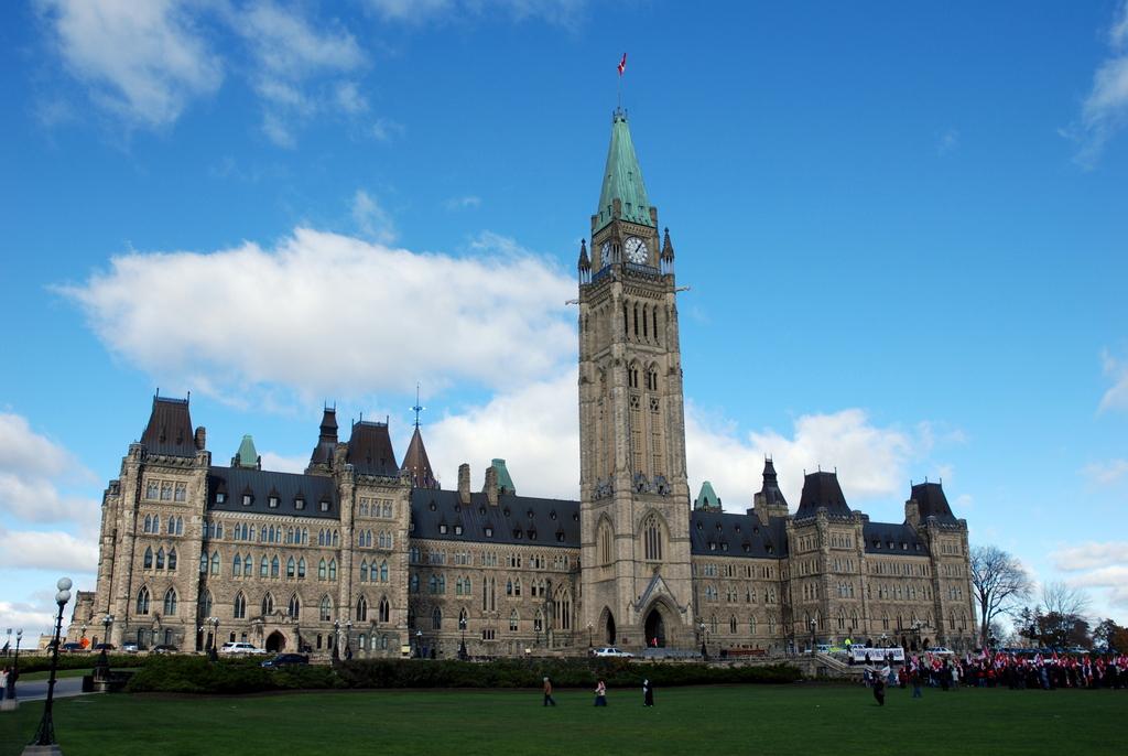 Le parlement la chambre des communes le s nat la for Chambre de communes