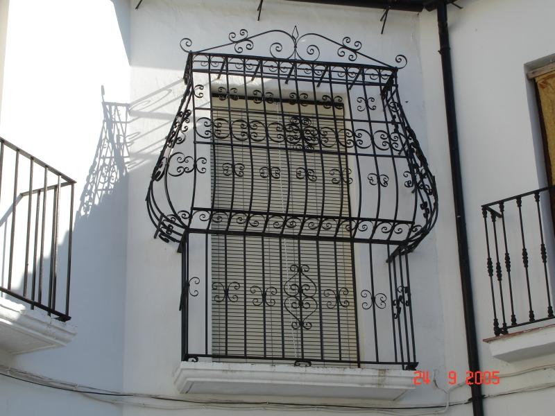 Ronda son vertigineux ravin sa plaza de toros ses - Fer forge fenetre moderne ...