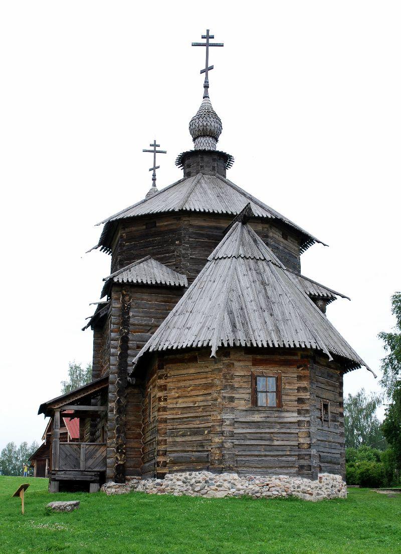 Souzdal son kremlin haut en couleur et ses magnifiques for Architecture en bois