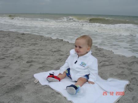 Félix, sur la plage de Sannibel.