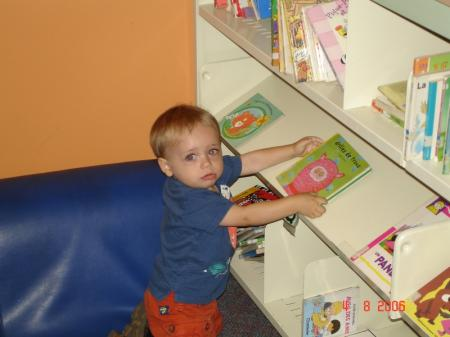 Félix à la bibliothèque Germaine-Guevremont à Laval.