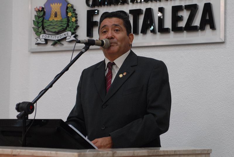 Alípio Rodrigues sugere a utilização de água de reuso para lavagem de calçadas, por exemplo (FOTO: Genilson de Lima)
