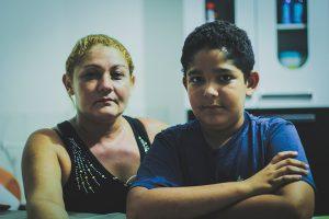 Erika Paula Ribeiro não recebeu indenização da empresa em que o marido trabalhava. Ficou com saldo negativo na conta (Foto: Fernanda Moura/Tribuna do Ceará)