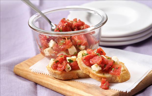 Muir Glen Garlic Crostini with Fresh Mozzarella