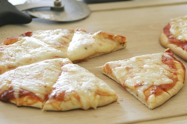 Make-your-own_flatbread_pizza