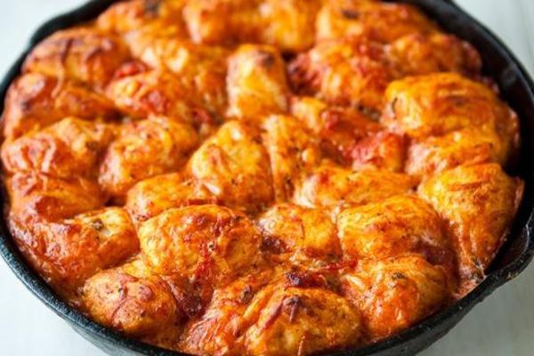 Skillet_pizza_monkey_bread