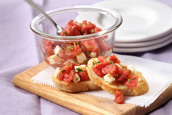 Garlic_crostini_mozzarella