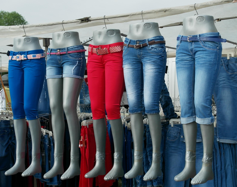 Grande variedade de jeans