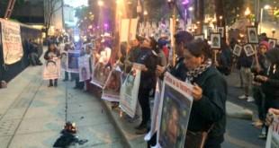 Protesta papas Ayotzinapa