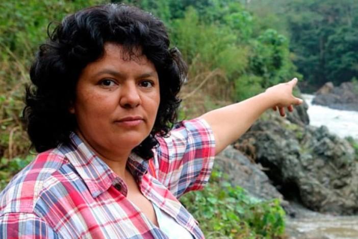 Foto 8 La-activista-indigena-Berta-Caceres-702x468[1]