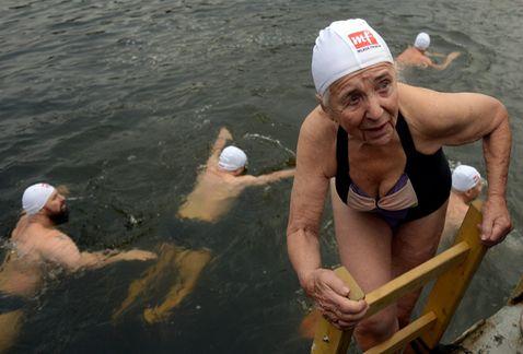 nadadores-aguas-heladas