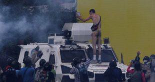 manifestante desnudo venezuela