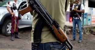 hombres-armados