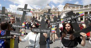 protestan en el vaticano