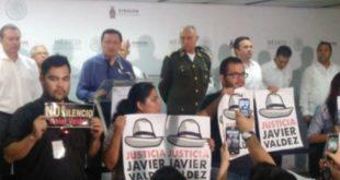 periodistas-protestan-osorio