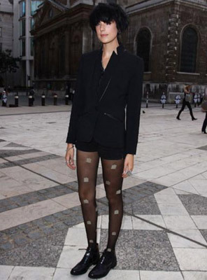 Model Agyness Deyn in patterned tights