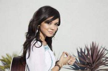 Singer Songwriter Alyssa Berna