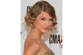 Taylor Swift looks just rosy