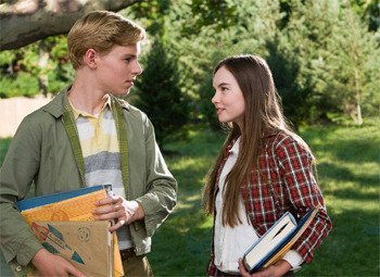 Callan McAuliffe and Madeline Carroll in Flipped