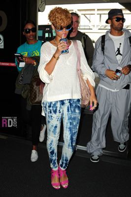 Rihanna rocks a pair of funky leggings