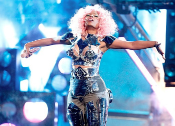 Nicki Minaj opens the AMAs